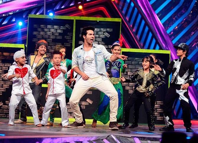 Varun Dhawan dances with the kids