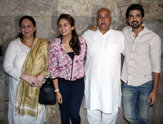 Huma Qureshi and Saqib Saleem with parents