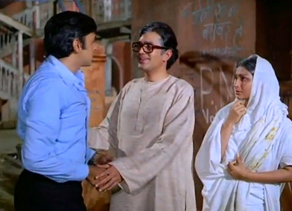 Vinod Khanna, Rajesh Khanna and Sharmila Tagore in Amar Prem