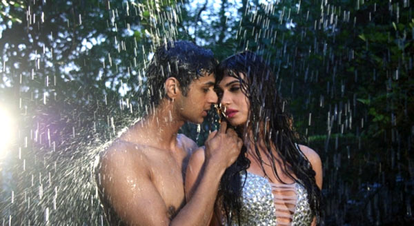 Siddharth Gupta and  Simran Kaur Mundi in Kuku Mathur Ki Jhand Ho Gayi