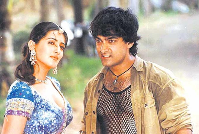 Aamir Khan and Twinkle Khanna in Mela