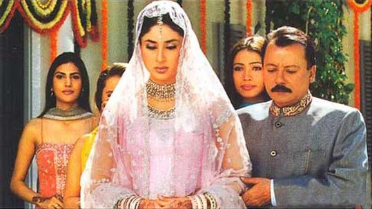 Pankaj Kapur and Kareena Kapoor in Main Prem Ki Diwani Hoon