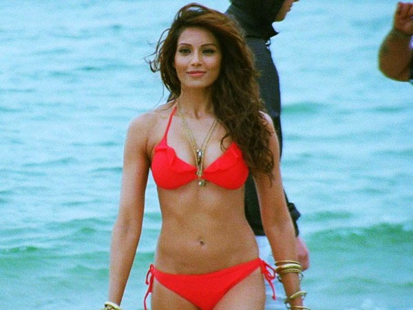 Kareena im Bikini Video