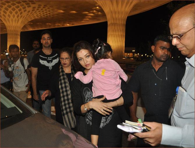Aishwarya Rai with daughter Aaradhya, father Krishnaraj Rai, mother Vrunda Rai and brother Aditya Rai