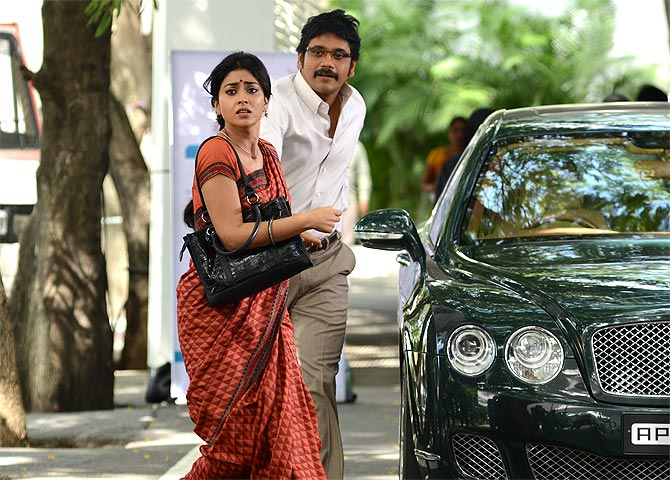 Shriya Saran and Nagarjuna in Manam