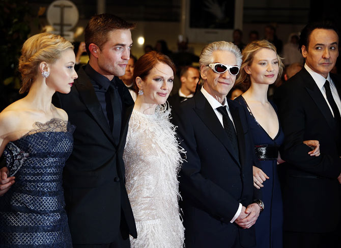 Julianne Moore (in white) with cast members (left to right): Sarah Gadon, Robert Pattinson, director David Cronenberg, actress Mia Wasikowska and actor John Cusack at the film's premiere