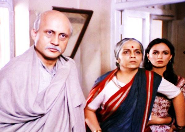 Anupam Kher, Rohini Hattangadi and Soni Razdan in Saaransh