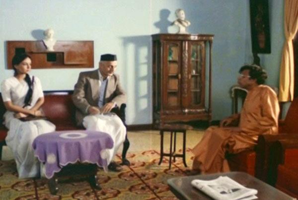 Soni Razdan, Anupam Kher and Nilu Phule in Saaransh