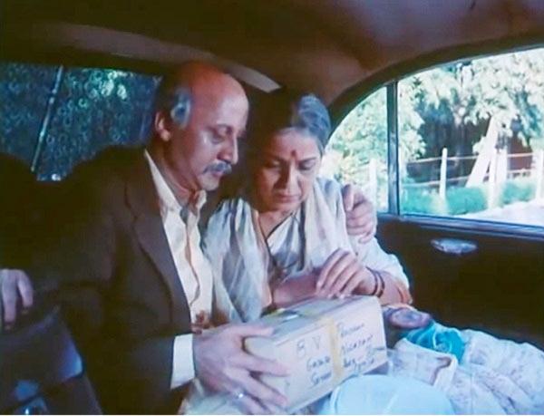 Anupam Kher and Rohini Hattandagi in Saaransh