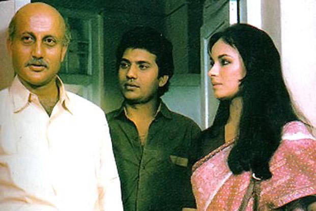 Anupam Kher, Madan Jain and Soni Razdan in Saaransh