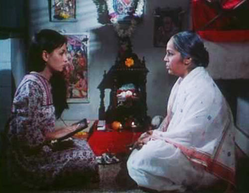 Soni Razdan and Rohini Hattangadi in Saaransh