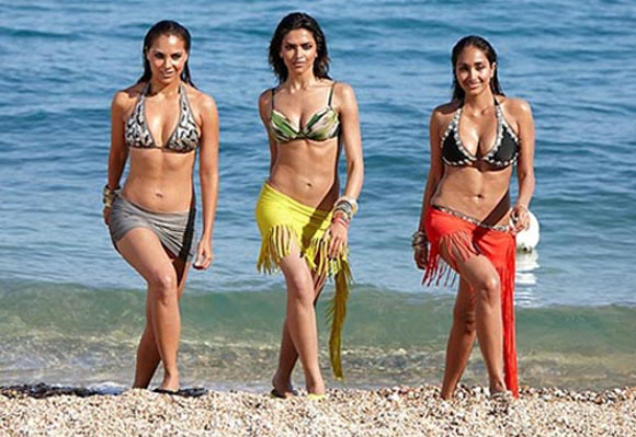 Lara Dutta, Deepika Padukone and Jiah Khan in Housefull