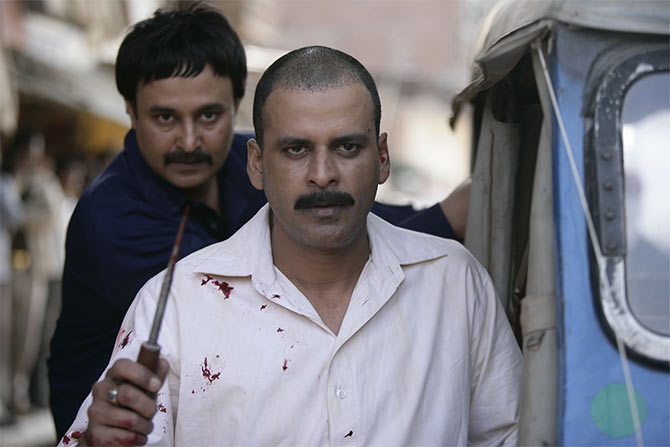 Jameel Khan and Manoj Bajpayee in Gangs of Wasseypur