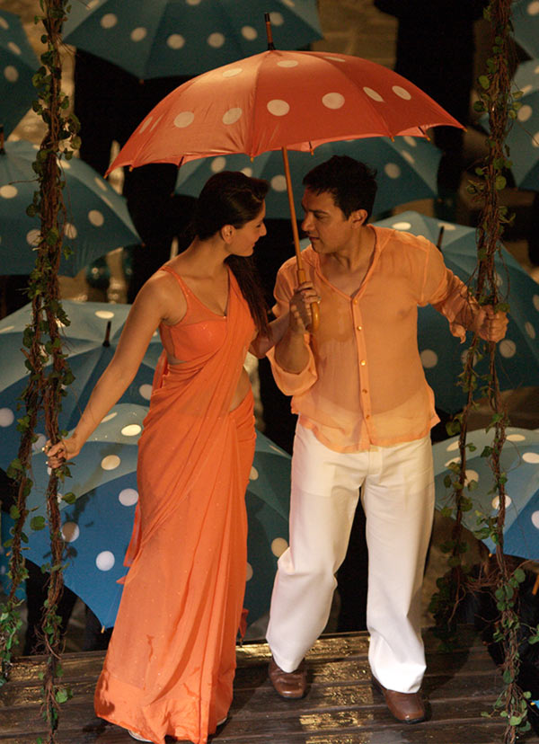 Kareena Kapoor and Aamir Khan in 3 Idiots