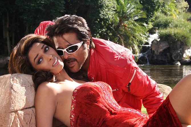 Mallika Sherawat and Anil Kapoor in Welcome