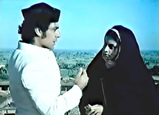 Jalal Agha and Gita Siddharth in Garm Hava