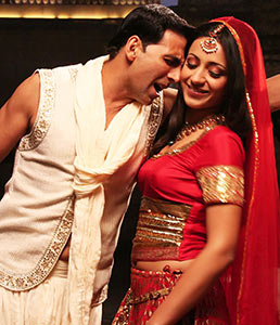 Akshay Kumar and Trisha Krishnan in Khatta Meetha