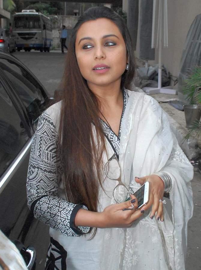 PIX: Rani Mukerji, Juhi Chawla at Ravi Chopra\'s prayer meet - Rediff ...