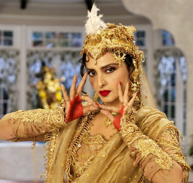Rekha in Super Nani
