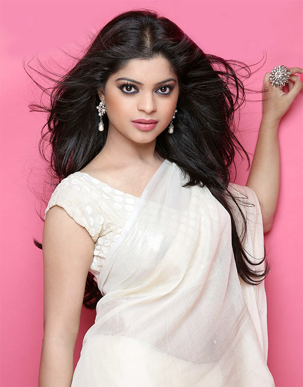 I love to dress up for diwali rediff movies sneha wagh voltagebd Images