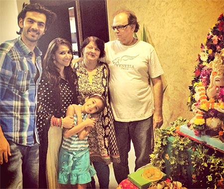 Karan Grover poses with Rishina Kandhari, Tiarah and parents Rekha and Vipin Grover