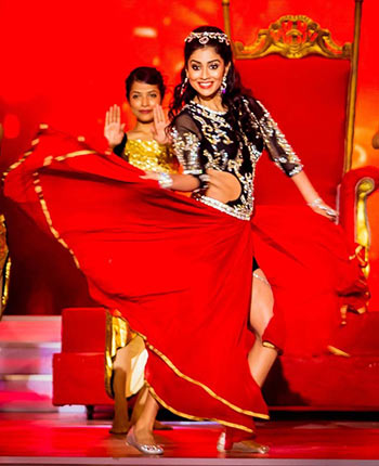 Current Bollywood News & Movies - Indian Movie Reviews, Hindi Music & Gossip - PIX: Shriya, Charmee, Chiranjeevi at SIIMA awards