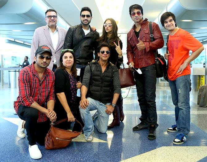 Current Bollywood News & Movies - Indian Movie Reviews, Hindi Music & Gossip - PIX: Shah Rukh, Deepika land in Houston