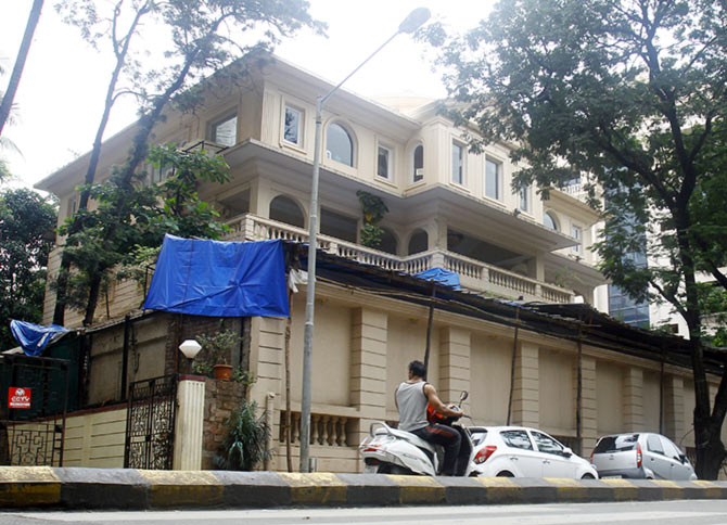 QMumbai Dilip kumar bungalow photos