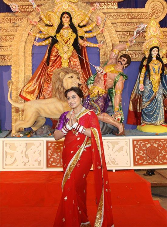 Current Bollywood News & Movies - Indian Movie Reviews, Hindi Music & Gossip - PIX: Rani Mukerji and cousins at Durga Puja celebrations