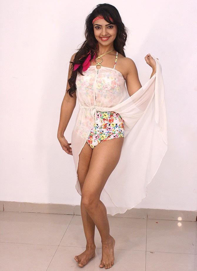 Kangana declares war on Bollywood - Rediff.com Movies