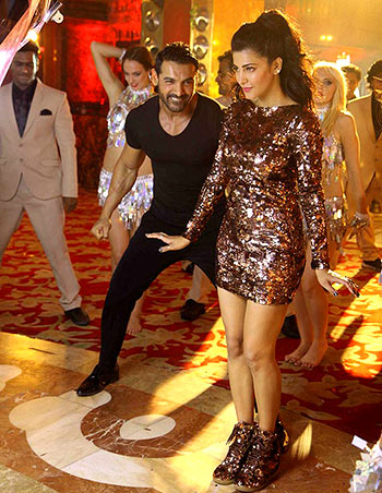 John Abraham and Shruti Haasan in Welcome Back