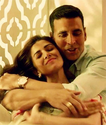 Akshay Kumara and Nimrat Kaur in Airlift