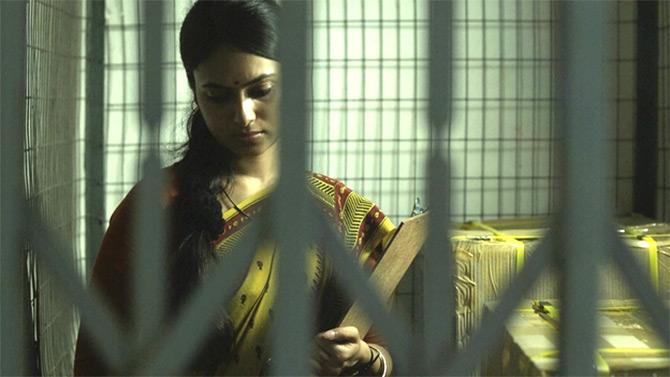 A scene from Asha Jaoar Majhe.