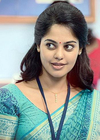 Bindu Madhavi in Tamiluku En Ondrai Aluthavum