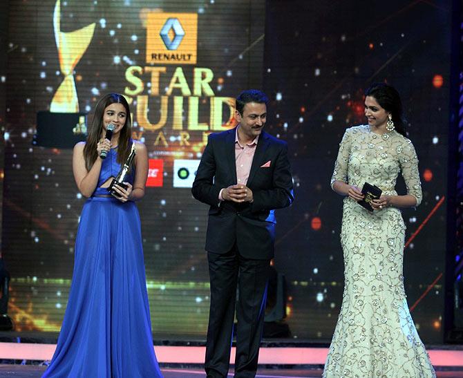 Inside the Star Guild Awards: Priyanka, Alia perform ...