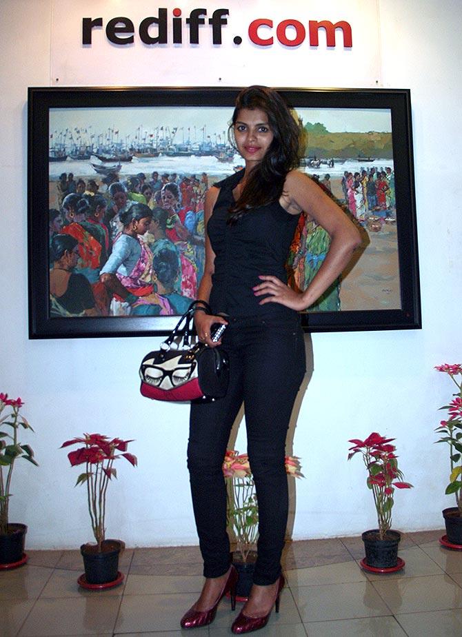 Current Bollywood News & Movies - Indian Movie Reviews, Hindi Music & Gossip - PIX: Bigg Boss 8's Sonali Raut visits Rediff