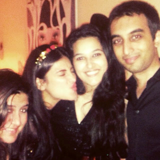 Shruti Haasan with her friends