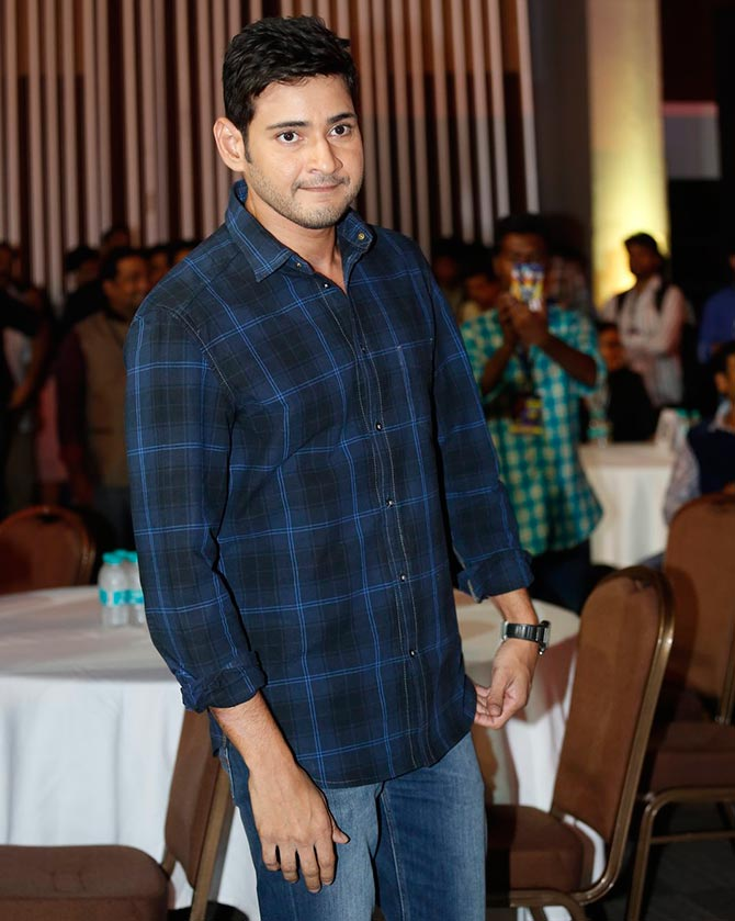 Mahesh Babu, Kamal Haasan, Kushboo mingle at award function