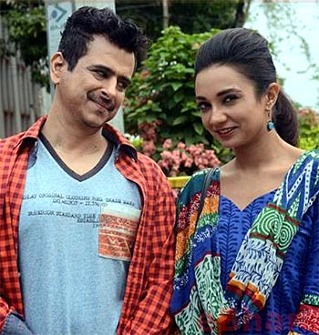Review: Aisa Yeh Jahaan Is A Half-baked Attempt