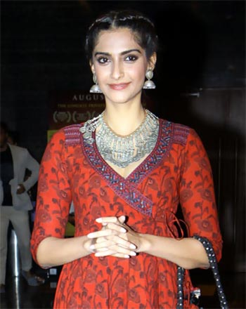 Current Bollywood News & Movies - Indian Movie Reviews, Hindi Music & Gossip - PIX: Sonam, Ayushmann watch Aisa Yeh Jahaan