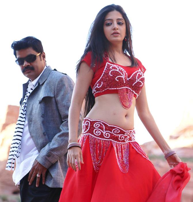 aaya vada sutta kathai movie