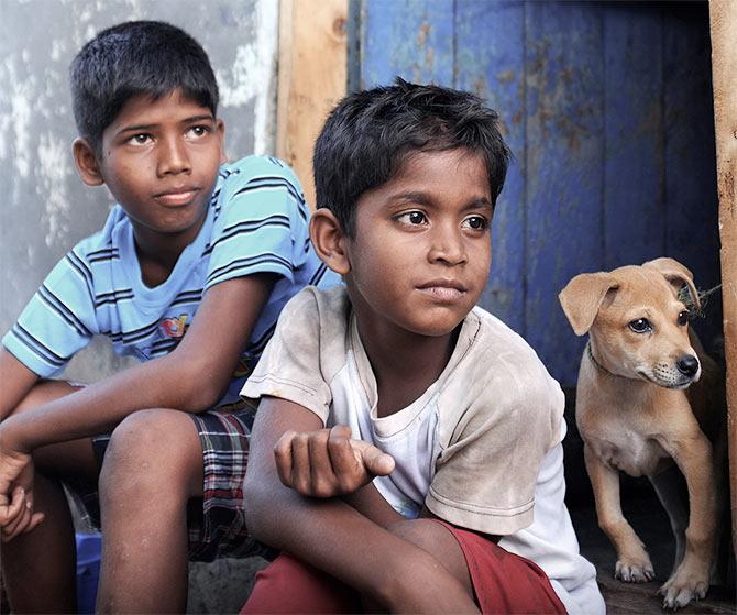 Ramesh and J Vignesh in M Manikanandan's Kaaka Muttai.