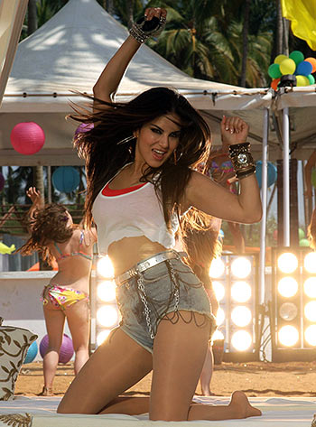 Review: Kuch Kuch Locha Hai Is A Cleavage Fest
