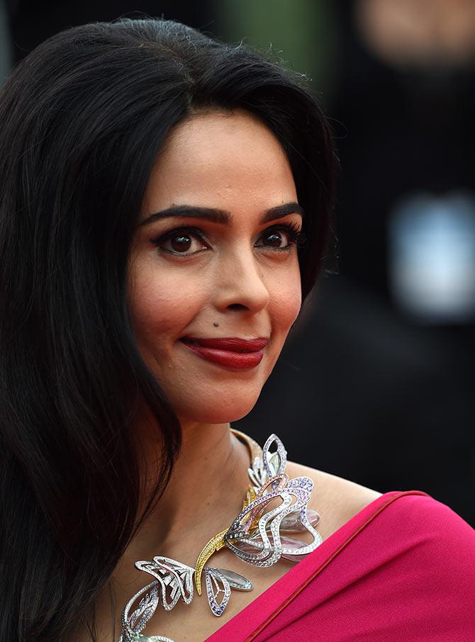 Pix Mallika Sherawat Arrives In Cannes Rediff Com Movies