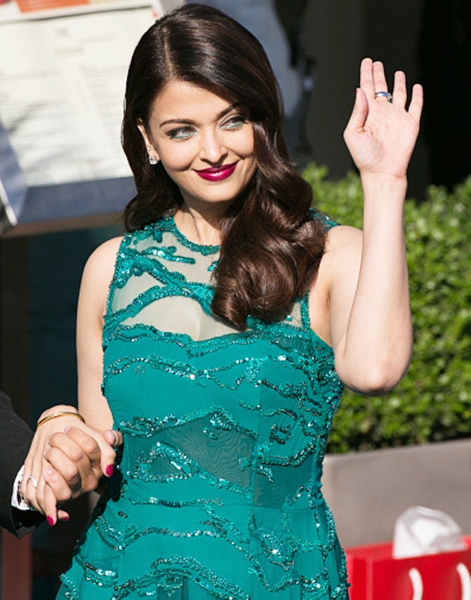 Current Bollywood News & Movies - Indian Movie Reviews, Hindi Music & Gossip - Yum! Aishwarya Rai Bachchan is back at Cannes!