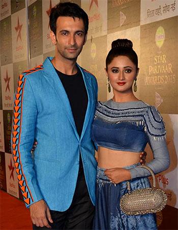 Current Bollywood News & Movies - Indian Movie Reviews, Hindi Music & Gossip - PIX: Rashmi Desai, Karishma Tanna, Juhi Parmar at Star Parivaar awards