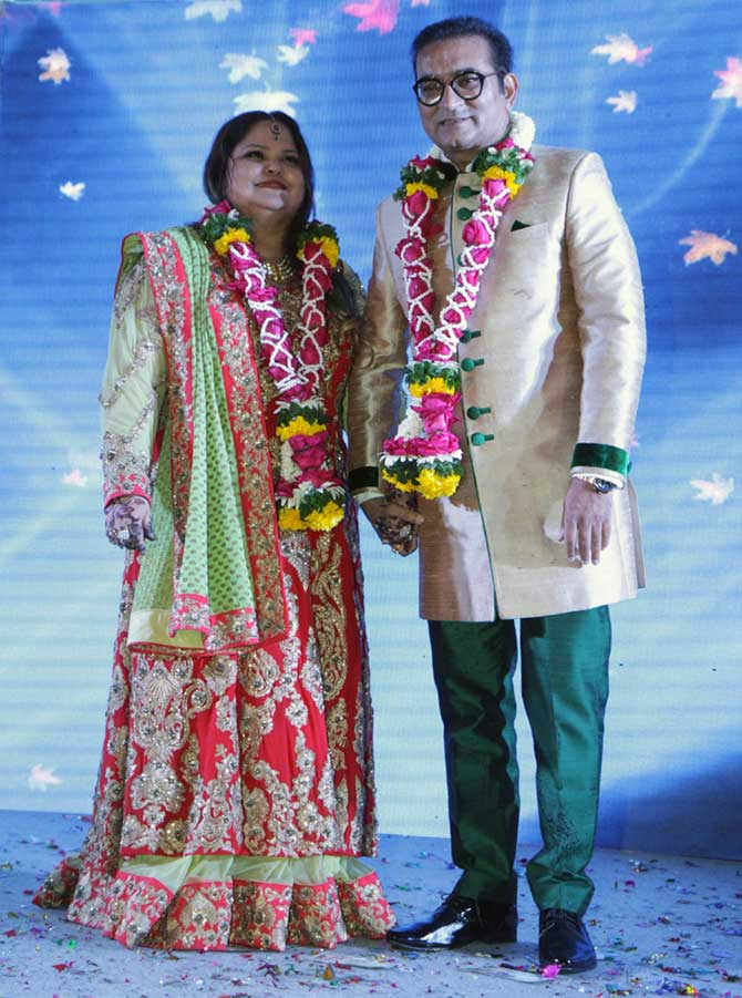 Current Bollywood News & Movies - Indian Movie Reviews, Hindi Music & Gossip - PIX: Singer Abhijeet parties with Alka Yagnik, Anu Malik