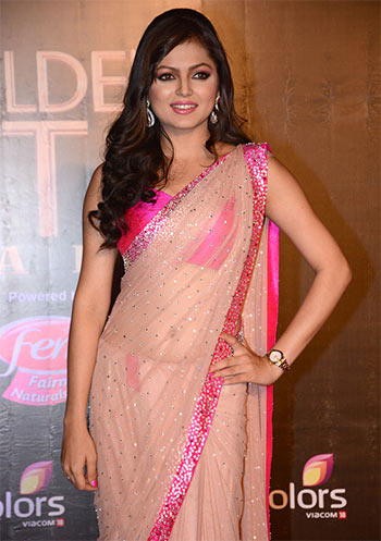 http://im.rediff.com/movies/2015/oct/08drashti-dhami1.jpg Madhubala Serial Golden Saree