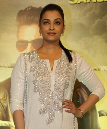 Current Bollywood News & Movies - Indian Movie Reviews, Hindi Music & Gossip - PIX: Aishwarya, Jaya Bachchan, Sanjay Gupta watch Jazbaa