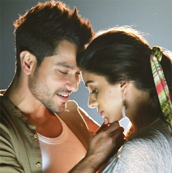 Kunal Khemu and Zoa Morani in Bhaag Johnny